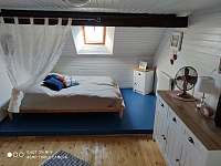 Podkrovní pokoj 2 lůžkový průchozí - objekt 2 - Brloh - Kovářov
