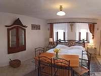 Přízemní pokoj 2 lůžkový- objekt 1 - chalupa ubytování Brloh - Kovářov