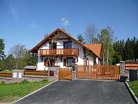 Vjezd do objektu & oploceni - vila ubytování Lipno nad Vltavou