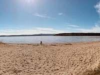pláž 5 minut pěšky od chaty - Kovářov