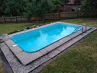 bazén na spodní zahradě - Vlčeves