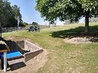 dětské pískoviště, sezení s ohništěm - chalupa k pronajmutí Vlčeves