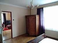 ložnice v přízemí - pronájem chalupy Vlčeves