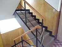schodiště - chalupa k pronájmu Vlčeves