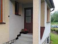 vstupní schodiště - pronájem chalupy Vlčeves