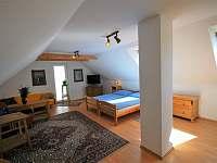 podkroví - obytná ložnice č.3 - pronájem chalupy Dlouhá Lhota