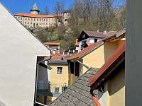 Výhled z okna na hrad Rožmberk - apartmán k pronajmutí