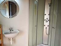 koupelna 2 v patře - chalupa k pronajmutí Březnice u Tábora