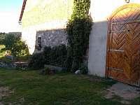 chalupa - vstup ze dvora - ubytování Nišovice