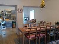 kuchyně a jídelna - chalupa k pronájmu Nišovice