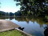rybník nad statkem - chalupa ubytování Nišovice