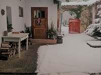 zima na dvorečku - Nišovice
