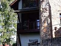 Balkon ,pohled ze zahrady - apartmán k pronájmu Klučenice - Kamenice