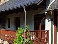 Balkon z loznice..pohled do dvora - apartmán ubytování Klučenice - Kamenice