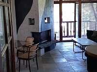 Obyvak s balkonkem - apartmán k pronájmu Klučenice - Kamenice