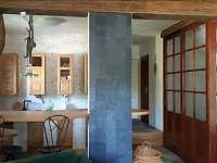 Pohled z obyvaku do kuchyne - Klučenice - Kamenice