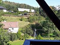Vyhled z balkonu v obyvaku - apartmán k pronajmutí Klučenice - Kamenice