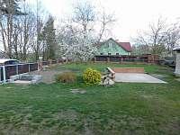Parkovací stání + zahrada - pronájem chalupy Klec