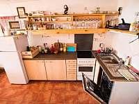kuchyňský kout - chalupa k pronájmu Vilice