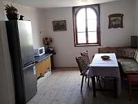 jídelní kout s TV, 1.patro - pronájem apartmánu Čestice