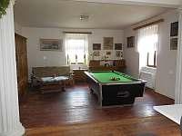 Společenská místnost, přízemí - apartmán k pronájmu Čestice