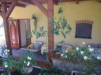 veranda, vstup do apartmánu - chalupa ubytování Rychnov u Nových Hradů