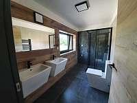 Koupelna č.1 - vila k pronajmutí Černá v Pošumaví - Jestřábí