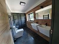Koupelna v patře - vila k pronájmu Černá v Pošumaví - Jestřábí