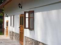 Dva oddělené vchody do chalupy - k pronájmu Nová Bystřice - Nový Vojířov