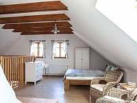 První ložnice v podkroví - pronájem chalupy Nová Bystřice - Nový Vojířov