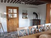 Společná místnost v přízemí - chalupa k pronajmutí Nová Bystřice - Nový Vojířov