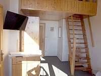 Apartmán č.2 schody do ložnice - ubytování Kubova Huť