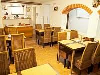 Jídelna snídaně - apartmán k pronájmu Kubova Huť