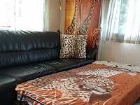 pokojik c.3 - obyvaci mistnost,,foto rozlozena postel - chata k pronajmutí Frymburk - Milná
