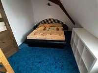 Pokoj v podkroví - pronájem apartmánu Jarotice