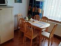 Jídelní stůl - chalupa ubytování Třeboň