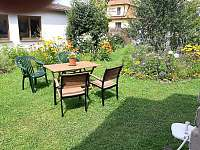 Sezení na zahradě - chalupa k pronájmu Třeboň