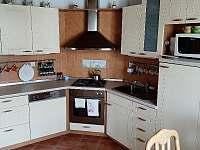 Vybavená kuchyň - chalupa k pronájmu Třeboň