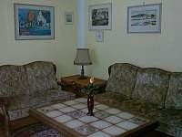 posezení v obývacím pokoji - chalupa k pronájmu Nítovice