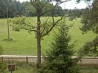 výhled z horní ložnice na louku - Nítovice