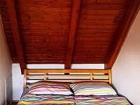 Manželská postel - apartmán k pronájmu Lipno nad Vltavou