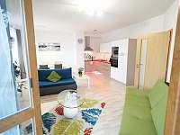 Obývací pokoj s kuchyňským koutem - apartmán k pronajmutí Český Krumlov