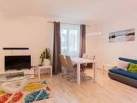 Obývací pokoj s kuchyňským koutem - apartmán k pronájmu Český Krumlov