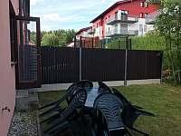 Sezení za domem - rekreační dům k pronájmu Lipno nad Vltavou