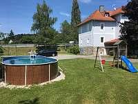 Apartmán V PODKROVÍ - Lipno (Hůrka, Horní Planá) - Bazén a dětské hřiště - pronájem