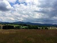 Pohled z Kondračské hory - chalupa k pronájmu