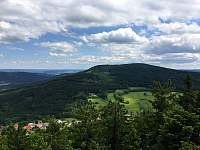 Vysoká (1034 m) z rozhledny na Kraví hoře - Kondrač