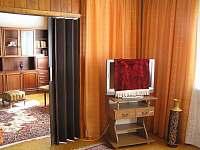 propojení dvou pokojů se stahovacími dveřmi - apartmán k pronájmu Tábor