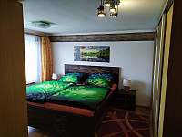 Ložnice s manželskou postelí - apartmán ubytování Sezimovo Ústí