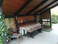 zastřešené posezení - chata ubytování Obora u Vyšného